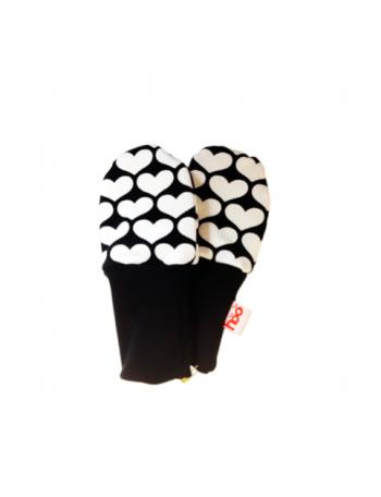 PYRY mittens, heart print